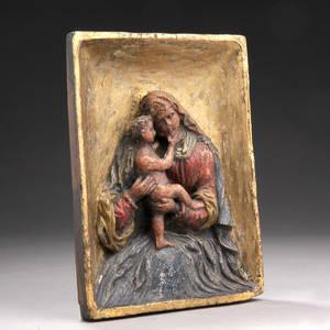 Madonna med barn. Relief af udskåret træ dateret 1862