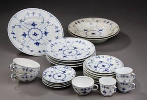 Royal Copenhagen  Den kgl. Porcelainsfabrik Musselmalet riflet service 24