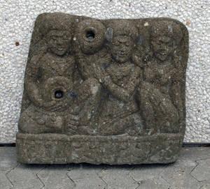 Udhugget sten relief  fontæne