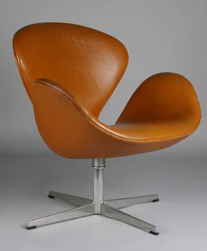 Arne Jacobsen, fåtölj 3320 Svanen, skinn
