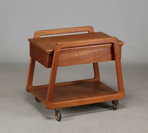Sika møbler. Sybord af teaktræ på hjul