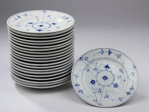 Bing og Grøndahl. Musselmalet jernporcelæn middagstallerkener,21.