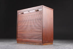 Nipu kontormøbler. Jaluosiskab af teaktræ