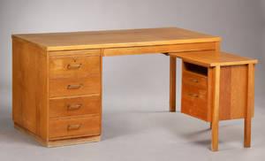 Munch Møbler. Skrivebord af eg. 2