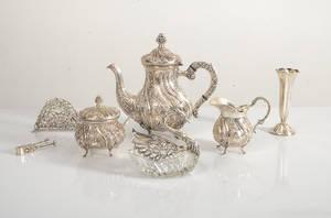 Kaffeservis, sockertång, vas mm kontrollstämplat silver ca 1800g