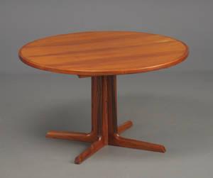 Gudme møbelfabrik.  Rundt bord med 2 plader af palisander  3