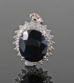 9k gold  pendant featuring dark sapphire and brilliant-cut diamonds approx. 0.12ct