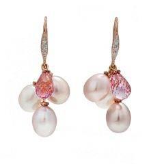 Et par perle- og diamantørestikker af 14 kt. pink guld hver prydet med brilliantslebne diamanter, ferskvandskulturperler og brioletteslebet turmalin. 2