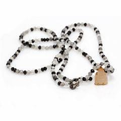 Diamant- og onyxperlekæde prydet med brillantsleben diamant samt talrige facetslebne perler af onyx og kvarts. Vedhæng i form af buddha af udskåret sten.