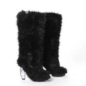 144e9c0cd5f7 Chanel Et par sorte damestøvler i læder dekoreret med kunstpels. Hælhøjde  11