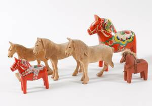 Träskurna hästar 6st