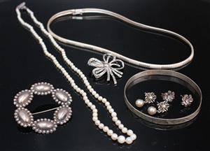 Samling smycken, silver samt ett pärlcollier, 7 delar 7