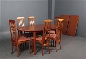 K. Høffer Larsen. Seks stole af kirsebær samt brod 9