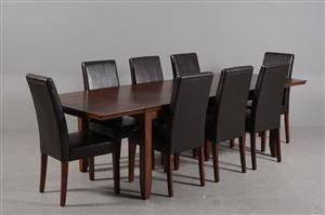 Actona. Spisebord med otte stole