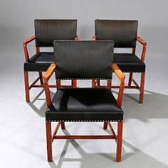 Dansk snedkermester Tre armstole med stel af cubamahogni. Sæde og ryg betrukket med sømbeslået, sort hestehår. 3