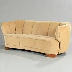 Dansk snedkermester Overpolstret sofa med ben af bejdset bøg. Sæde, sider og ryg betrukket med beige velour. L. 186.
