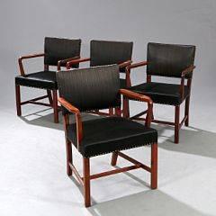 Dansk snedkermester Sæt på fire armstole med stel af cubamahogni. Sæde og ryg betrukket med sømbeslået, sort hestehår. 4