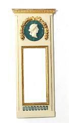 Dansk Louis XVI pillespejl af hvidmalet og forgyldt træ. Ca. 1780. H. 132. B. 55.