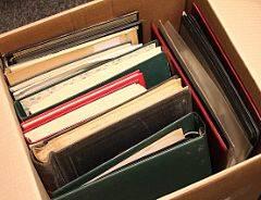 1851-1990. Restparti i stor kasse med flere lagerbøger, bedre ældre breve, postfriske fireblokke og meget andet. Skal ses