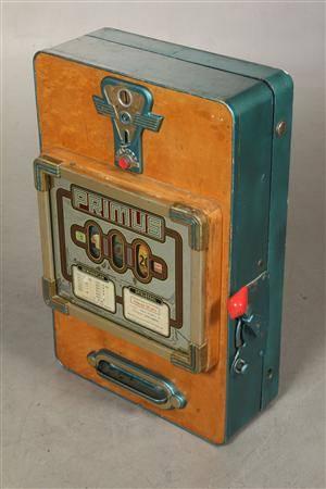 Enarmet tyveknægt  spilleautomat. Mrk. primus.