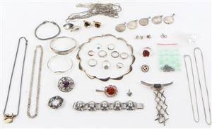 Samling div. sølvsmykker, herunder N. E. Fromm, skønvirke mv. Samlet vægt ca. 420 gram
