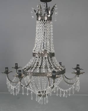 Stor ottearmet lysekrone til el med glasprismer,