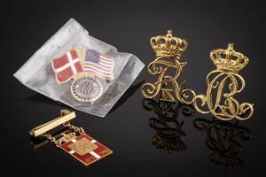 Diverse kongeemblem bl.a. Georg Jensen Chr. X kongemærke af guld 14 kt.