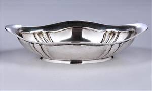 Kgl. Hofleverandør P. Hertz. Jardiniere af sølv med let bølget dekoration, anno 1914