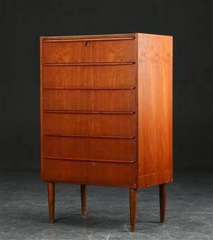 Kommode af teak, 1950erne, dansk møbelproducent
