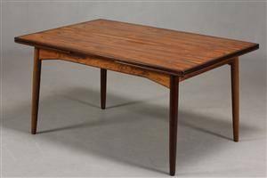 Ubekendt dansk møbelarkitektproducent, 1960-erne. Spisebord med hollandsk udtræk af palisander