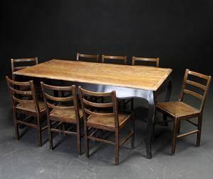 Slutpris för Nordal. Spisebord af antikbemalet træ,