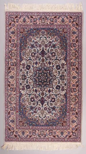 Orientalsk tæppe i Isfahan design. 174 x 109 cm
