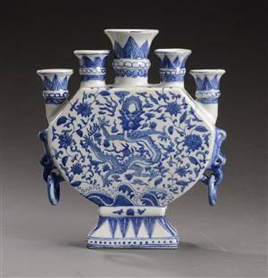 Kinesisk altervase af porcelæn, 1900-tallets 2. halvdel