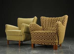 Dansk møbelproducent. To helpostrede lænestole.  2