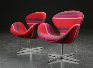 Arne Jacobsen. To lænestole, Svanen, model 3320 2
