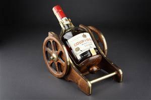 1 fl. Courvoiseier Luxe cognac med kanonstand