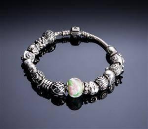 Pandora armbånd med charms