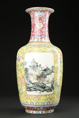 Kinesisk vase af porcelæn, Chien Lungs mærke, 1900 tallet