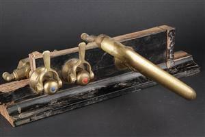 Toni. Christiansborg, bordmonteret armatur.