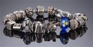 Troldekugler armbånd og pandora charms 32