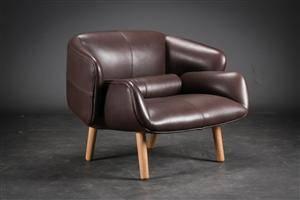 Fusion stol model L042 af brunt Oxford læder