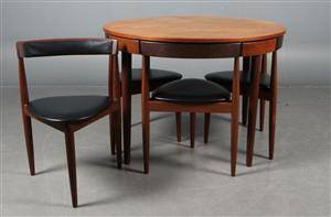 Hans Olsen 1919-1992. Roundette Spisebord med sæt på fire trebenede stole af teak 5