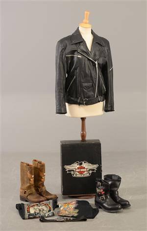 ca0bf2da8cd Samling Harley Davidson beklædning samt 2 par støvler - Dame