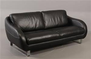 Sofa med sort læder, ben af stål - Sofitalia