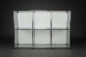 slutpris f r usm haller fritst ende glasvitrine. Black Bedroom Furniture Sets. Home Design Ideas