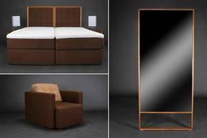 Soveværelsesindretning. Dobbeltseng, inklusiv sengeborde, lamper, gulvspejl og lænestol.7