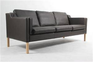 Slutpris för Stouby. Tre-pers. sofa, model Eva,