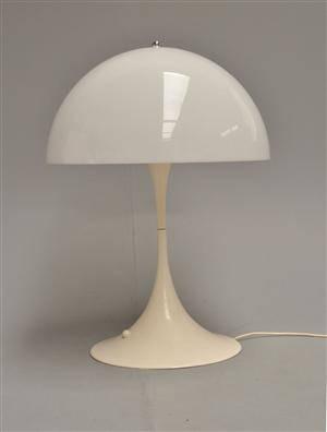Fantastisk Slutpris för Verner Panton. Panthella bordlampe WI-66