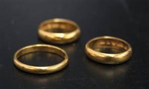 Ringar, 3 st, 23K guld, vikt ca 16 gr 3
