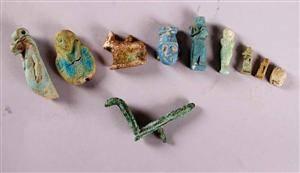 Parti med fornegyptiska amuletter 10